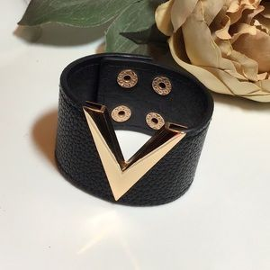"Fashion Design ""V"" leather cuff"